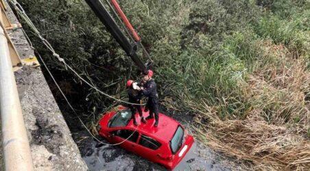 Θεσσαλονίκη: Αυτοκίνητο έπεσε σε κανάλι στη Θέρμη – Απεγκλωβίστηκαν δυο γυναίκες
