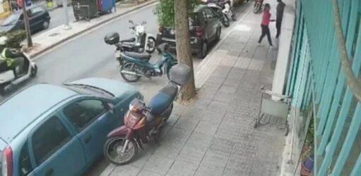 Κρήτη: Η στιγμή που έντρομοι οι πολίτες βγαίνουν στους δρόμους (ΒΙΝΤΕΟ)