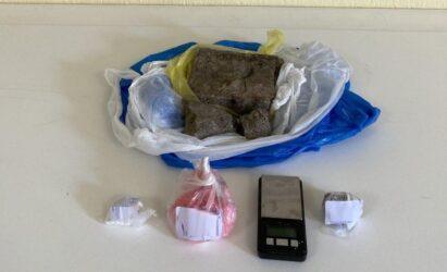 Βρέθηκαν σημαντικές ποσότητες ναρκωτικών σε οικία στη Θεσσαλονίκη