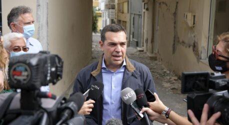 """Τσίπρας: """"Εισόδημα έκτακτης ανάγκης και άμεσα οι αποζημιώσεις για τους σεισμόπληκτους, μη γίνει το Αρκαλοχώρι σαν το Δαμάσι"""""""