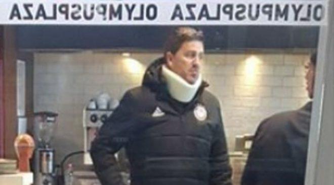 Φορώντας κολάρο αναχώρησε από την Θεσσαλονίκη ο προπονητής του Ολυμπιακού