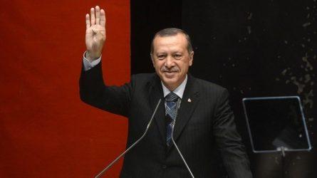 Ο Ερντογάν διάβαζε τις απαντήσεις σε τηλεοπτική συνέντευξη – Χαμός στο Twitter